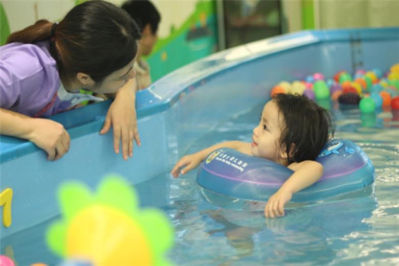 神州愛嬰嬰幼兒水育加盟