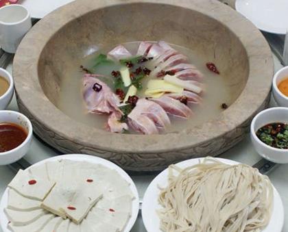 蒸汽石锅鱼